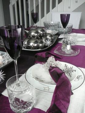 vanocni vyzdoba stolu - fialova